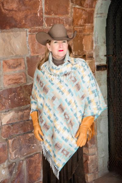 Sundance Fringe Collar V poncho